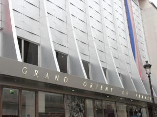 La façade du GODF, rue Cadet à Paris