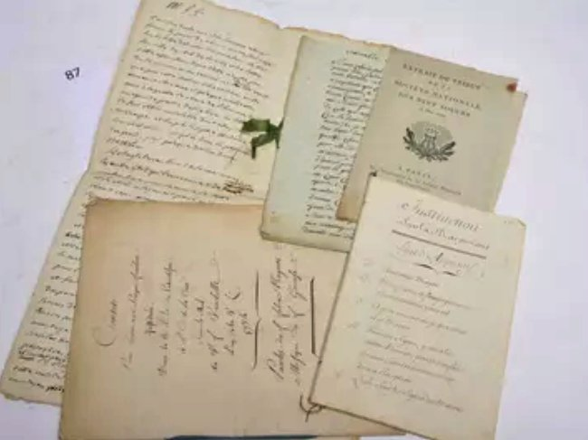 manuscrits Neuf Sœurs